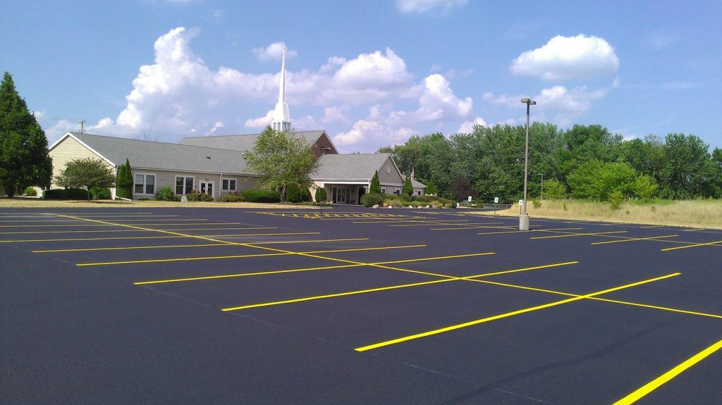 Sealcoated parking lot with symmetric parking yellow lines